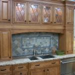 1280px-Kitchen_cabinet_display_in_2009_in_NJ